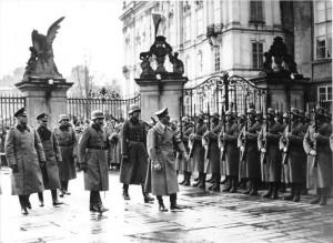 Adolf Hitler auf der Prager Burg am 15. März 1939