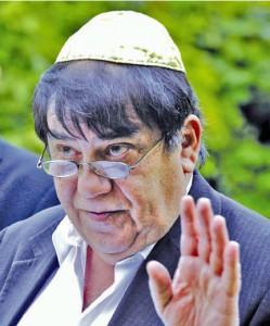 Otokar Löbl při projevu na žatecké židovském hřbitově
