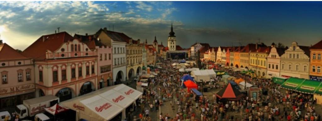 Saaz Fest auf dem Marktplatz