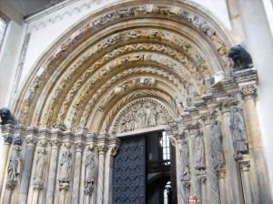 Gotisches Portal der Kathedrale in Freiberg/ Sachsen