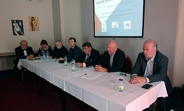 Podium (v. r. n. l. Jörg Schilling, Petr Šimáček, Otokar Löbl, Josef Žid, Andreas Kalckhoff, Dolmetscherin, Gerhard Gerstenhöfer