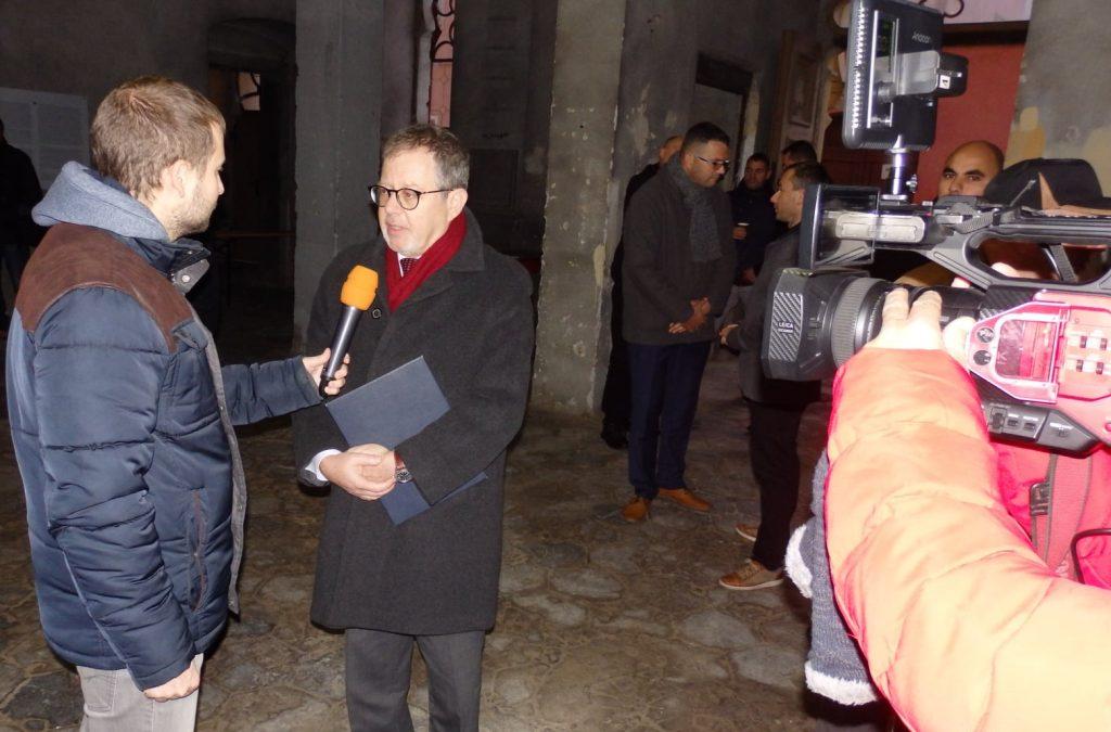 Presse und Fernsehen in Aktion: Interview mit dem israelischen Botschafter J. E. Meron